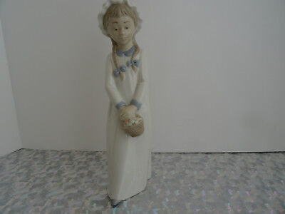 Stunning Nao By Lladro Figurine - Young Girl With Basket Of Sweets #02010597
