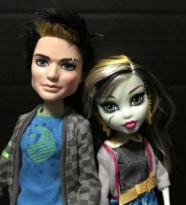 Monster High Doll, Frankie & Jackson, Picnic Casket For 2, Toy R Us Exclusive...