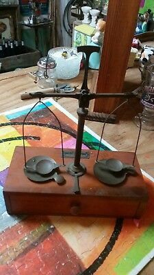 Vintage ANTIQUE  Henry Troemner SCALE with weights