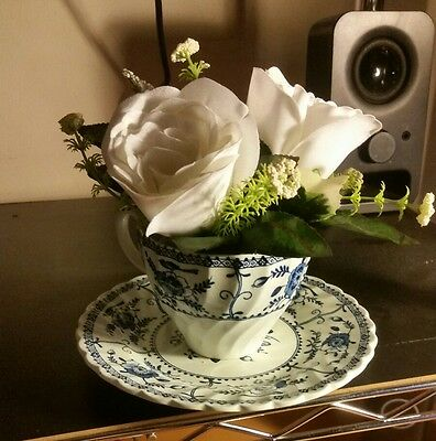 VINTAGE TEACUP FLORAL ARRANGEMENT Rose White FLOWERS English Johnson Bros Indies