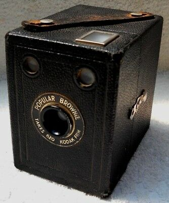 **1930`s KODAK BROWNIE POPULAR 620 FILM BOX CAMERA IN VERY GOOD CONDITION**