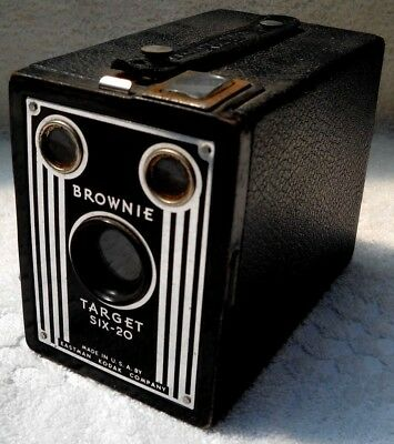 **1940`s KODAK BROWNIE TARGET SIX-20 FILM BOX CAMERA IN VERY GOOD CONDITION**