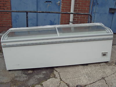 COMMERCIAL CHEST FREEZER AHT WIDTH 2.5m Delivery around M60 £30    4
