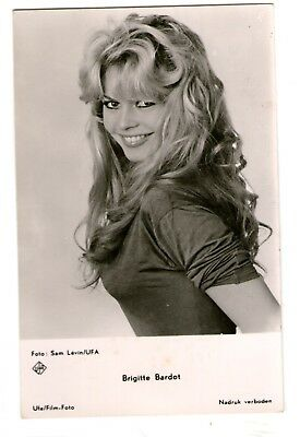 Brigitte Bardot vint big smile ufa german Photo Postcard