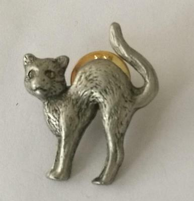 Elegant Witches Cat. Pewter Brooch Pin Badge. Made In UK Butterfly Clutch Fastening