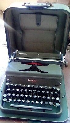 VINTAGE HERMES 2000 TYPEWRITER Green With  Carry CASE, HOMA, Writing COLLECT