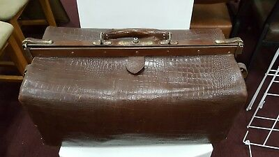 *** VINTAGE LEATHER DOCTOR'S BAG - pick up Brunswick  ***