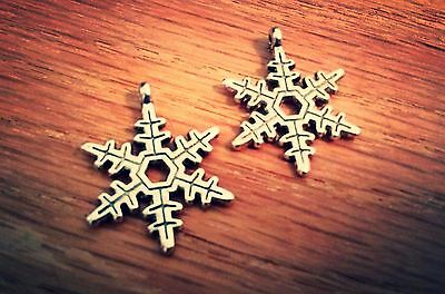 10 Snowflake Charms Pendants Antiqued Silver Christmas Charms Winter Charms