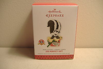 ~Zee Perfect Gift~Pepe Le Pew Looney Tunes~2013 Hallmark Ornament~