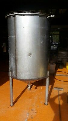 "5bbl Brewery Vessel Stainless Steel hot liquor tank. Kettle. Lid. 2"" rjt."