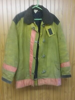 Authentic Vintage Firefighter Coat NFPA certified, 1971. 1986 edition. Xlarge