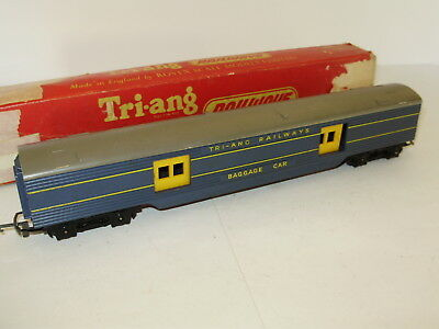 Triang R.130 Baggage car. Very good cond. OO scale. 2 rail DC. damaged box.