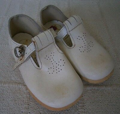 Vintage Childs Shoes- Size 5 Infants - White T-Bar & Buckles - Hard Sole - New
