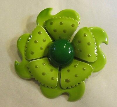 Vintage rgreen painted flower brooch