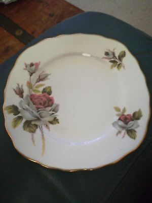 QUEEN ANNE, Vintage Bone China Side Plate 15.5cm. Made in England