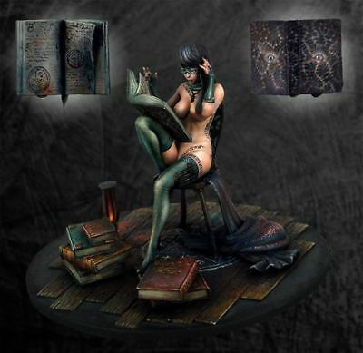 1/32 (54mm) Distracted witch Queen resin model kit free shipping worldwide