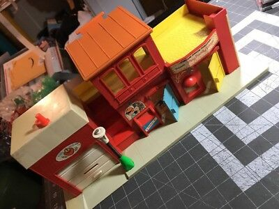 """Vintage 1973 FISHER-PRICE #997 """"Little People"""" Play Family Village Set - m./USA"""