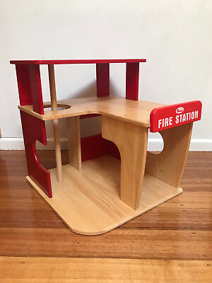 Voila brand wooden Toy FIRE STATION