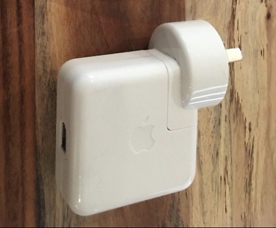 Apple iPod charger 12V white (A1070)