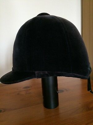 Patey PY high crown hunt cap in navy size 7 1/4 with it's original box.