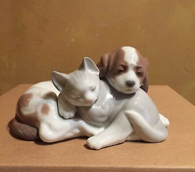 Lladro Puppy and Kitten Sleeping Together #6599 Mint Condition! NR
