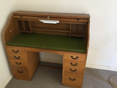 Vintage Roll Top Desk, Lockable with keys, multiple drawers and shelfing,