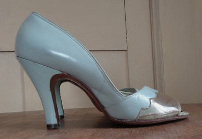"""Vintage 50's Blue Peep Toe Pumps w Scallopes and Lucite Toe- 3"""" Heel"""