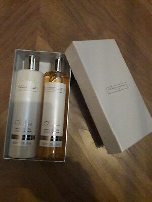 the white company x2 gift set 1 hand & body lotion 1 bath & shower gel.