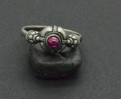 Post medieval period 825 Silver ring with gemstone. 18 Century. 4gr