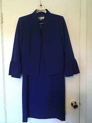 New women's two pieces Tahari dress suit,size 8, with lining,dark blue color