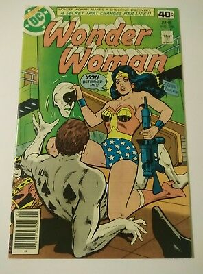 Wonder Woman #256 (DC, 1979) 1st appearance of Jack of Spades (Royal Flush Gang)