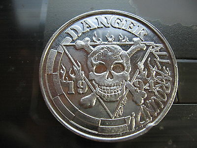 skull and cross bones 1994 columbus Mardi Gras Doubloon Coin new orleans