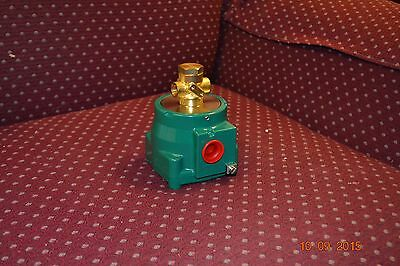 """Asco Solenoid Valve, Cat#:  Nf Ht B320A172, 1/4"""" Npt, 3-Way Connections"""