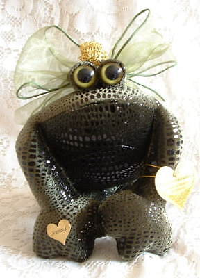 New SNICKELLDOODLES Soft Sculpture Green Amphibian FROG Prince with Gold Crown