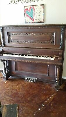 Antique Wing & Son 1914 Grand Concert upright piano. In great condition.