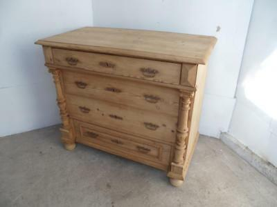 A Superb Victorian Columned Antique/Old Pine Large 4 Drawer Chest of Drawers