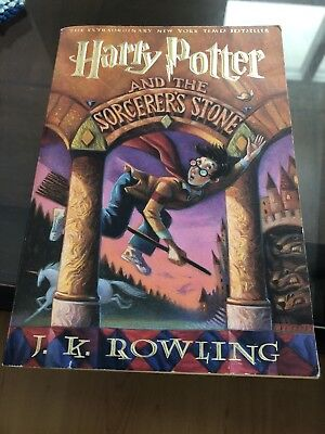 Harry Potter: Harry Potter and the Sorcerer's Stone 1 by J. K. Rowling
