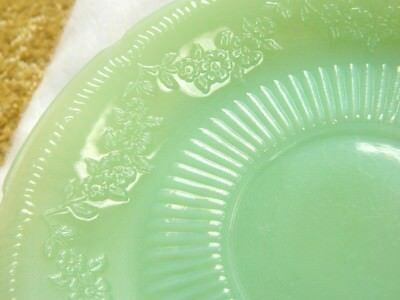 Vintage Fire King Jadite Saucer OVEN GLASS FLOWERS AND RAYS GREAT SHAPE