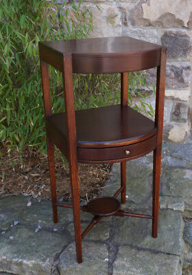 American Federal period mahogany night stand or bedside table c1820 w drawer