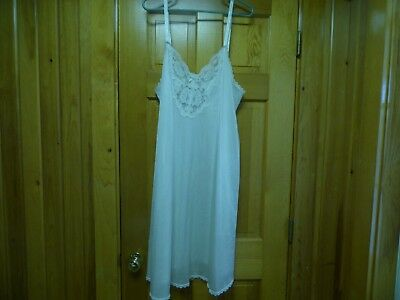 Full-slip size 44 in light beige pretty lace at the bodice