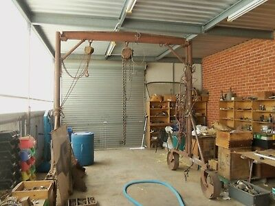 Large Gantry Crane From Truck & Bus Repair Workshop With Extras