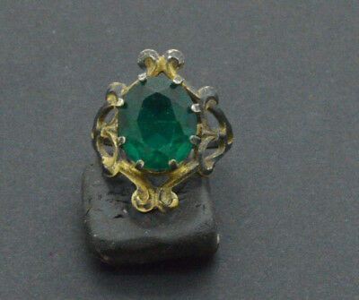 Post medieval period 875 silver ring with Emerald gemstone. 18 Century. 3gr