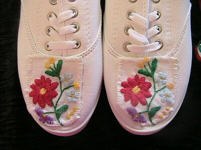 HUNGARIAN HAND EMBROIDERED WHITE LACE-UP CANVAS TENNIS SHOES~Size 7