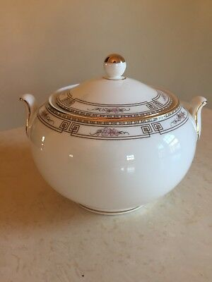 Wedgwood COLCHESTER Covered  Sugar Bowl With Handles EXCELLENT!