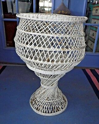 Vtg~Bohemian~Wicker~Plant Stand~Hippie~Shabby Chic~Twist~White~Rattan~Need Paint