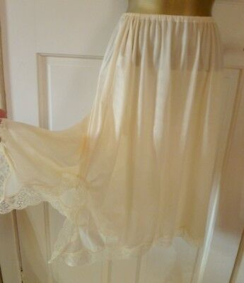 Vintage Peach Silky Nylon Half Slip Petticoat With Beautiful Lace Trim Sz 20-22