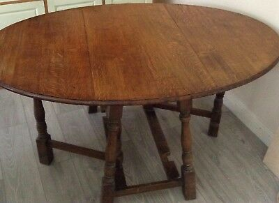 Arts and Crafts oak gate leg/drop leaf dining table