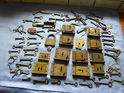 Architectural  Job Lot Of 67 Vintage Collectable  Keys And  Old Locks In Old Tin