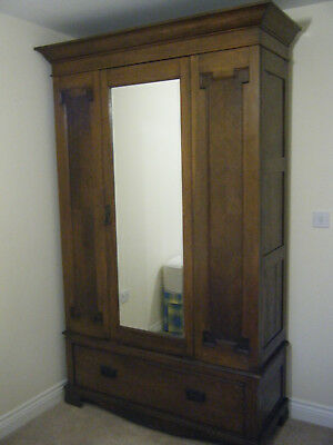 Attractive Antique Oak Victorian Wardrobe for sale