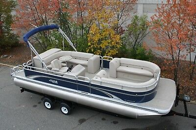 25 GT Cruise pontoon boat with four stroke 60 Mercury
